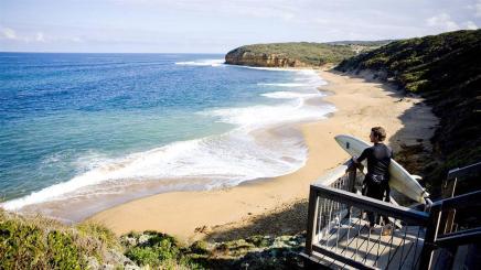 bells-beach-surfer_gor_r_1244729_1600x900